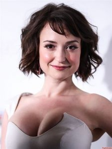 Hot Milana Vayntrub on a Red Carpet 3